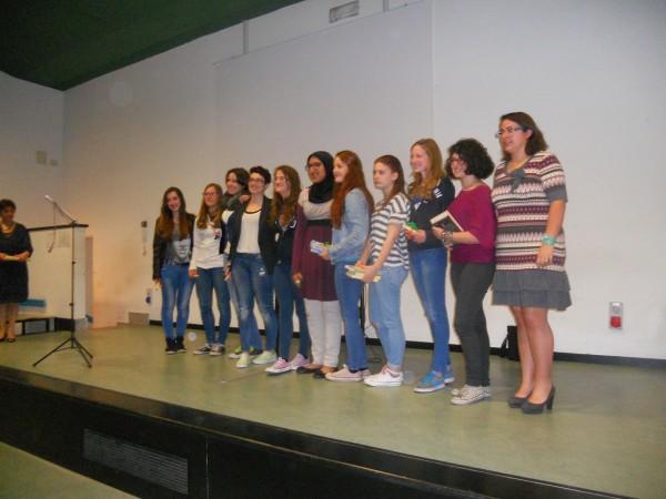 Sul palco tutte le partecipanti al concorso
