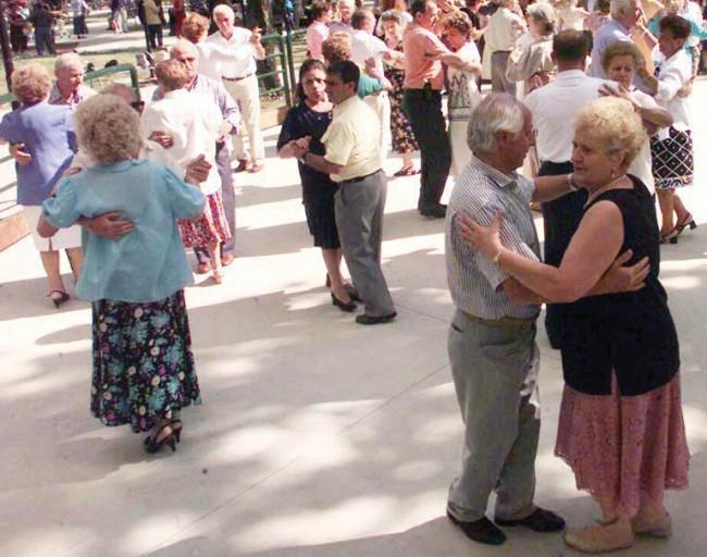 anziani-centro-sociale-ballo