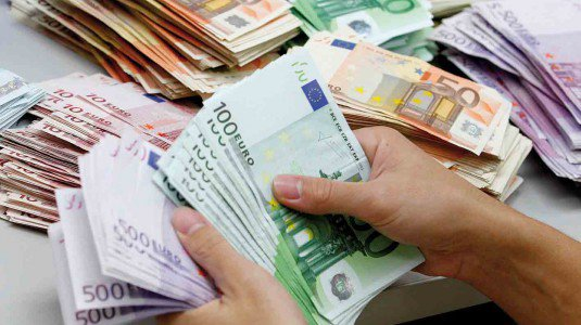 tasse denaro soldi