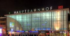 Hauptbahnhof Koeln - Empfangshalle bei Nacht