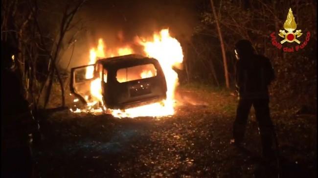 incendio-auto-samarate
