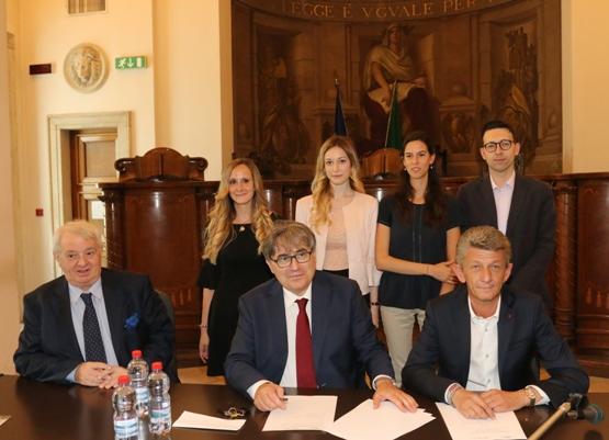 3015cd884 La collaborazione tra Bcc di Busto Garolfo e Tribunale di Varese aiuta i  giovani a diventare magistrati. Grazie alla convenzione sottoscritta con il  ...